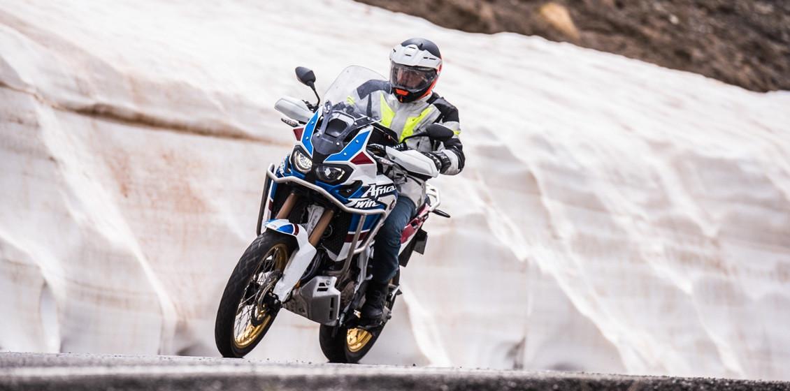 Africa Twin Adventure Sports sur les routes de la vallée de l'Ubaye en 2018 - La neige est encore là !